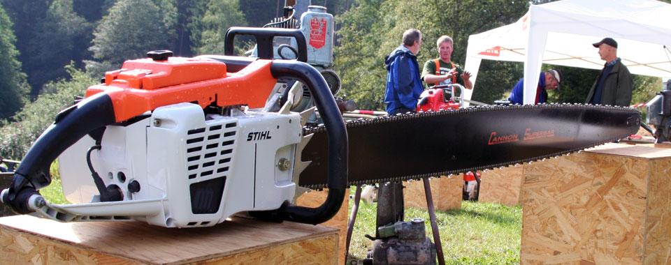 Stihl Motorsäge mit extra langem Schwert